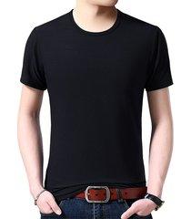 camiseta slim de color liso.
