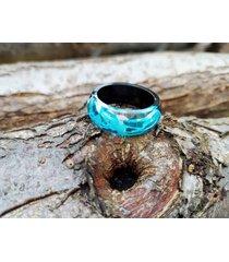 pierścionek z drewna i żywicy błękitna fala