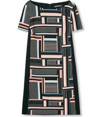 klänning i crepekvalitet