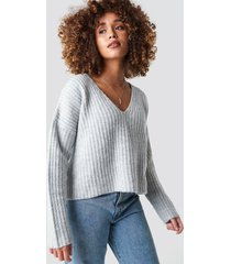 na-kd trend boxy v neck knitted sweater - grey