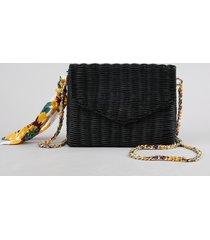 bolsa feminina transversal em palha de ratan com lenço estampado floral preta