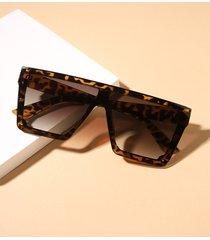 gafas de sol de lentes tintadas con parte superior plana
