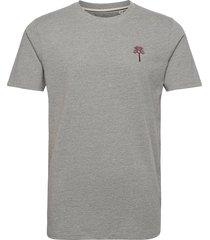 akrod embroidery tee t-shirts short-sleeved grå anerkjendt