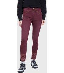 jeans desigual denim trousers arty 1 burdeo - calce ajustado