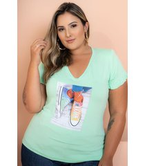t-shirt babado com aplicação verde claro plus size