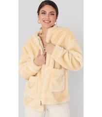 na-kd short front pocket faux fur jacket - white