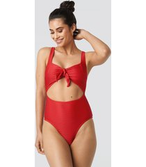 na-kd swimwear ribbed cut out knot swimsuit - red