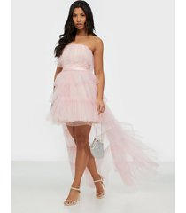 dolly & delicious bandeau high low glitter mesh dress maxiklänningar