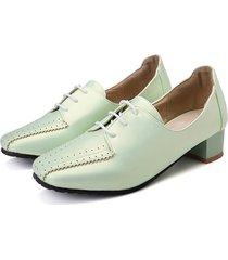 mocassini da donna di grandi dimensioni con tacco alto e scarpe brogue