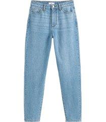 mom jeans med normalhög midja