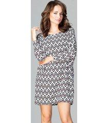sukienka mini w geometryczne wzory