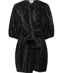pleated satin kort klänning svart ganni