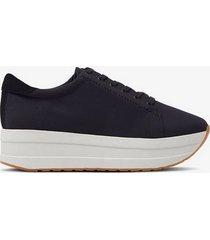 sneakers casey