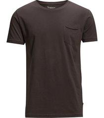 alder basic chest pocket tee - gots t-shirts short-sleeved brun knowledge cotton apparel