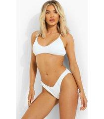 geribbelde driehoekige bikini top met lage ronde hals en laag decolleté, white