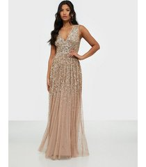 maya all over delicate sequin plunge sleeveless dress maxiklänningar
