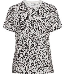 classics aop logo tee t-shirts & tops short-sleeved grå puma