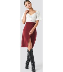 na-kd trend belted overlap skirt - red