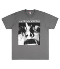 supreme camiseta mangas curtas feed me with your kiss - cinza