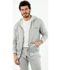 buzo de hombre, silueta amplia, con capucha, manga larga, color gris