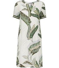 dress leaves