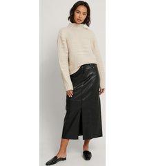 na-kd trend kjol med hög slits fram och pu-detalj - black
