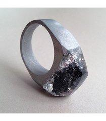 pierścionek z węglikiem krzemu