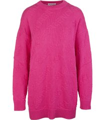 woman pink oversize pullover with 3d logo