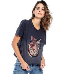 camiseta cuello redondo estampado localizado teñido old wash y ruedos al corte color blue