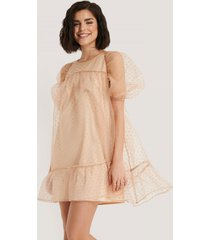 na-kd boho dobby organza mini dress - beige