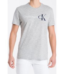 camiseta masculina logo flame cinza mescla calvin klein jeans - pp