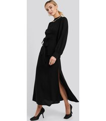 na-kd trend high waist side split midi skirt - black