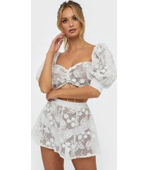for love & lemons crochet daisy skater skirt strandplagg