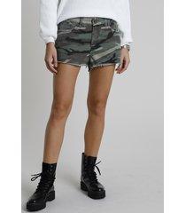 short de sarja feminino boy cintura média estampado camuflado barra desfiada verde militar