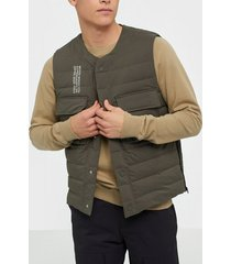 wood wood kelvin light padded vest jackor moss
