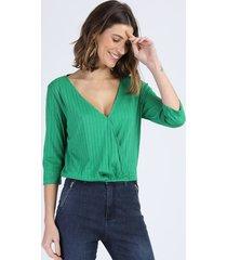 blusa feminina ampla canelada transpassada manga 3/4 decote v verde