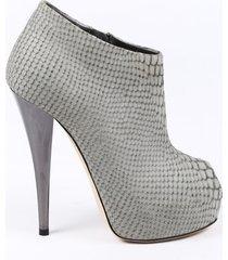 giuseppe zanotti embossed suede peep toe booties gray sz: 5.5