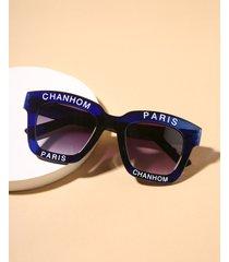 gafas de sol con montura acrílica con letras