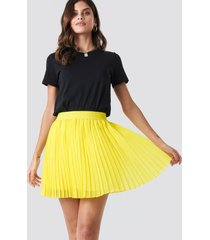 na-kd mini pleated skirt - yellow