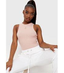 body missguided rib racer neck bodysuit rosa - calce ajustado