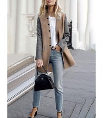 abrigo de cuello redondo con botones en color caqui