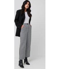 na-kd classic big dogtooth trousers - black,white