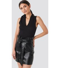 na-kd party paper tied waist pu skirt - black