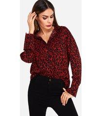 collar con estampado de leopardo camisa en rojo