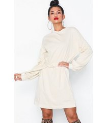 nly trend belted sweat dress loose fit dresses
