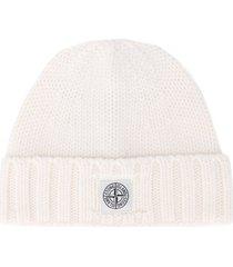 stone island logo patch beanie hat - white