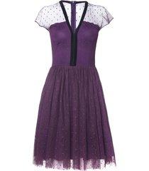 sukienka z fioletowego tiulu w groszki