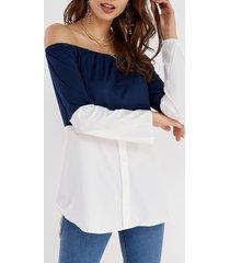 camiseta de manga larga con hombros descubiertos en azul marino y blanco