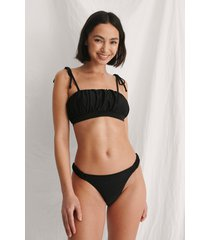curated styles återvunnen bikinitrosa med volanger - black