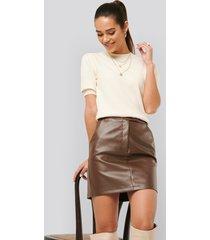 misslisibell x na-kd waist detail pu skirt - brown